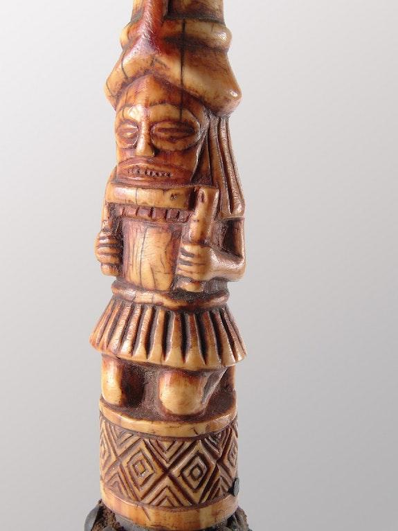 Chasse-mouche Tchockwe.  Galerie Noir d'Ivoire