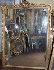 Paar Spiegel breit und rechteckig. Through the looking glass