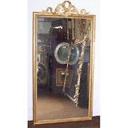 Spiegel der Band aus vergoldetem Holz. Through the looking glass