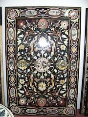 Balck Marble Table de jardin avec la conception de Mughal. Marble Cottage