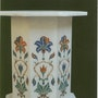 Marble Padestal mit Einlegearbeit. Marble Cottage