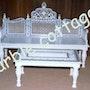 Weißer Marmor Sitzgruppe mit weißem Marmor Tisch mit kostbaren Intarsien. Marble Cottage