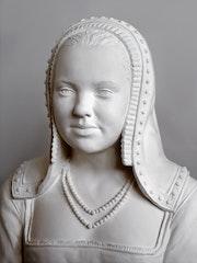 Young woman with the attributes of Anne de Bretagne. Laurent Mallamaci Sculpteur