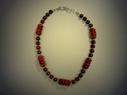 Red vision, and necklace of red coral discs Jaspiskugeln.
