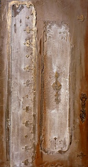 The door of the West, painting on plaster sculptured natural.