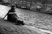 Amoureux en bord de Seine, Paris.. Denis Reverseau