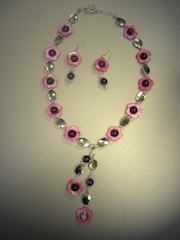 Pink surprise-set necklace and earrings with pearl and amethyst .