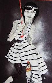Lola in feine Wolle Kleid schwarz-weiß gestreiften. Montserrat Castellano
