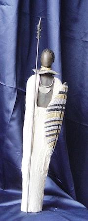 Escultura guerrero masai étnicos . Tinableue
