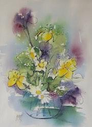 Bouquet au vase rond, fleurs naturelles.