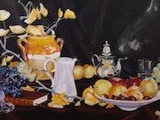 Raisins, pommes, cruche ancienne et argenterie Nature morte si vivante! !.