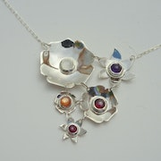 Collier 5 fleurs. Christine Richard