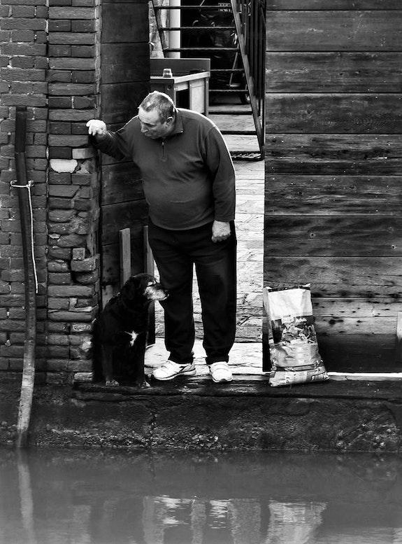 Il vecchio e il suo cane, Venezia. Guillaume Charpaud- Helie Charpaud- Helie