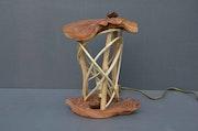 Lampe en bois forgé - type Troll.