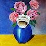 Vase de roses en opaline bleu.