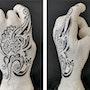 Main de femme tatouée. Jean-Marie Passeron