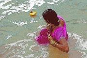 Femme dans le Gange.