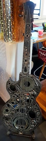 Guitare métal en piéces détachées.