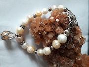 Bracelet de véritables perles d'eau douce rondes baroques Késhi. Jigée