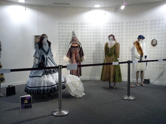 Robes diverses epoques. Colette Trôme Colette Trôme