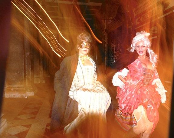 Masques au carnaval de Venise. Pierre-Antoine Favre La Maison Du Livre
