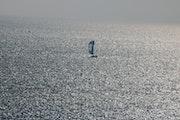 La solitude des bateaux sur la mer.