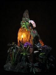 Stein mit Blumen.