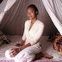 Jeune fille malgache dans sa case. Wazaha78
