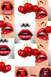 Bouches rouge cerise.