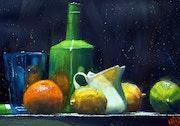 Verre bleu et citrons.