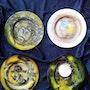Quatre plats en verre'peint a la main série limitée numérotés et signé. Claude Valery