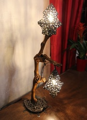 Sculpture lighting : Lamp in vine wood.. Jonathan Pradillon