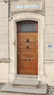Porte authentique d un ancien debitant.