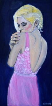 Jeune femme en robe rose. Nathalie Vareille Sorbac