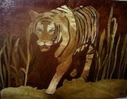 Le tigre dans la savane.