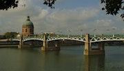 Vue sur Le pont Saint Pierre Toulouse.