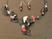 Parure collier - boucles d'oreilles - pâte fimo - rouge et noir.