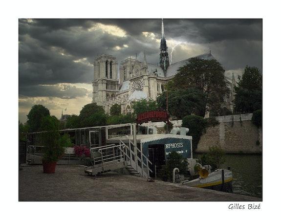 Orage sur Notre-Dame de Paris. Gilles Bizé Gilles Bizé
