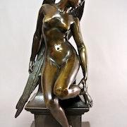 «L'hirondelle blessée». Marc Menzoyan Antiquités