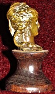 Tête féminine, XVIème siècle.. Historien d'art, Archéologue; Chercheur Free-L.
