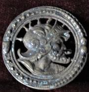 Profil de guerrier casqué, pour décor de harnais, XV-XVIème siècle.. Historien d'art, Archéologue; Chercheur Free-L.