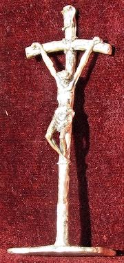 Christ en Croix, en chrome ou métal argenté.. Historien d'art, Archéologue; Chercheur Free-L.