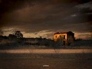 Abandonnée et claire un jour obscur. Magie De Forme & Art Et Studio