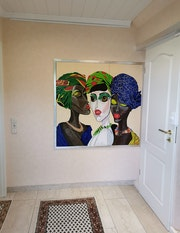 Women in the Hallway by Simone Wilhelms. Acrylwolle