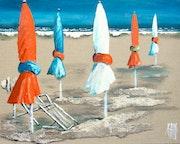 Sur la plage, en orange.
