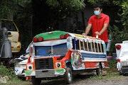 Mini autobús diablo rojo. Romel Bravo