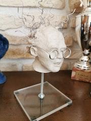 Doc Emmett sculpture argile sur socle.