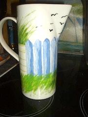 Pichet pour eau peinture sur céramique.