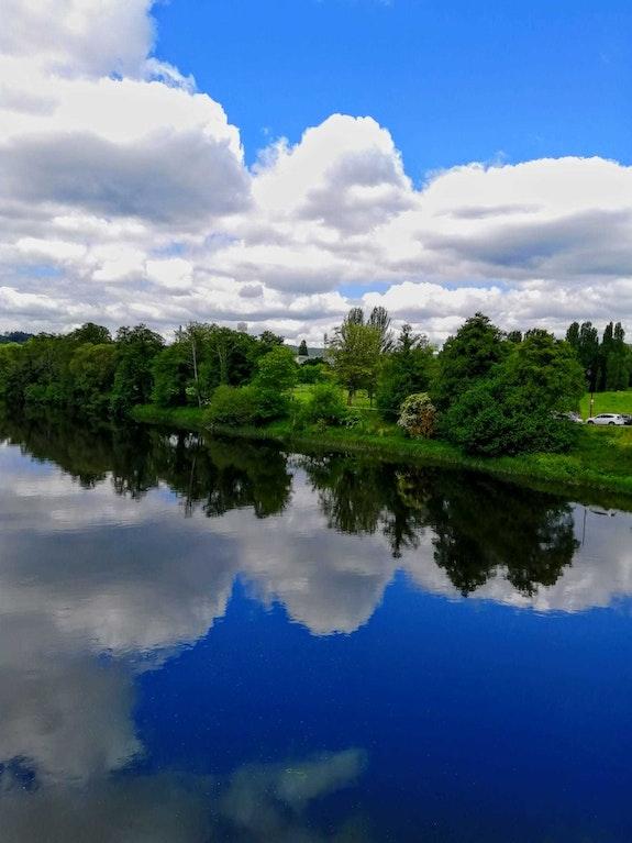 Reflejo de nubes en el rio. M. Pilar M. Pilar