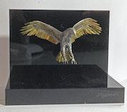 Aigle, figurine en laiton et soudure argent, fabriquée à la main.